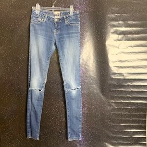 BDG- Medium Wash Distressed Skinny Jeans size 27